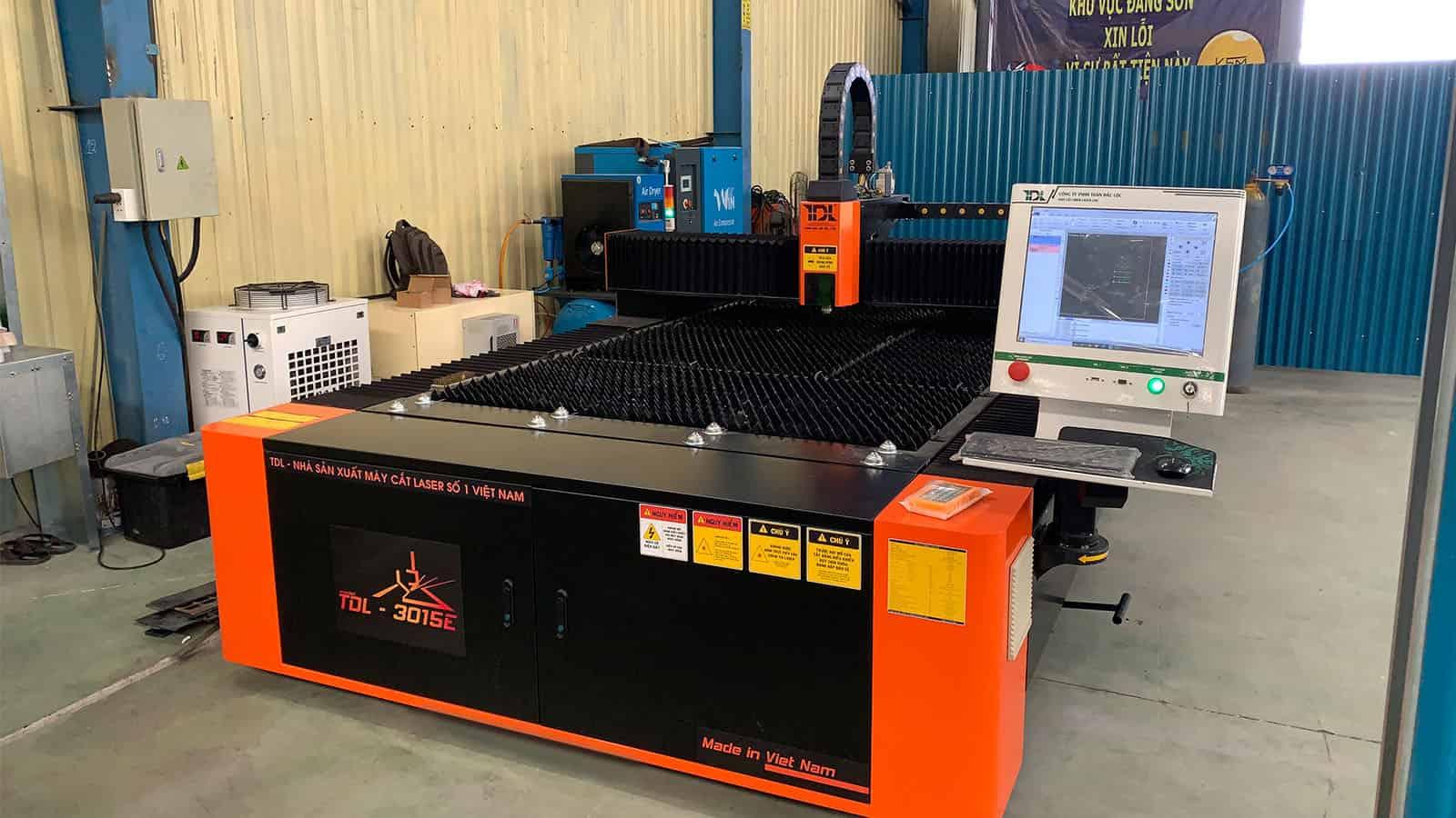 Bàn giao máy cắt laser tại Công ty Việt Sơn