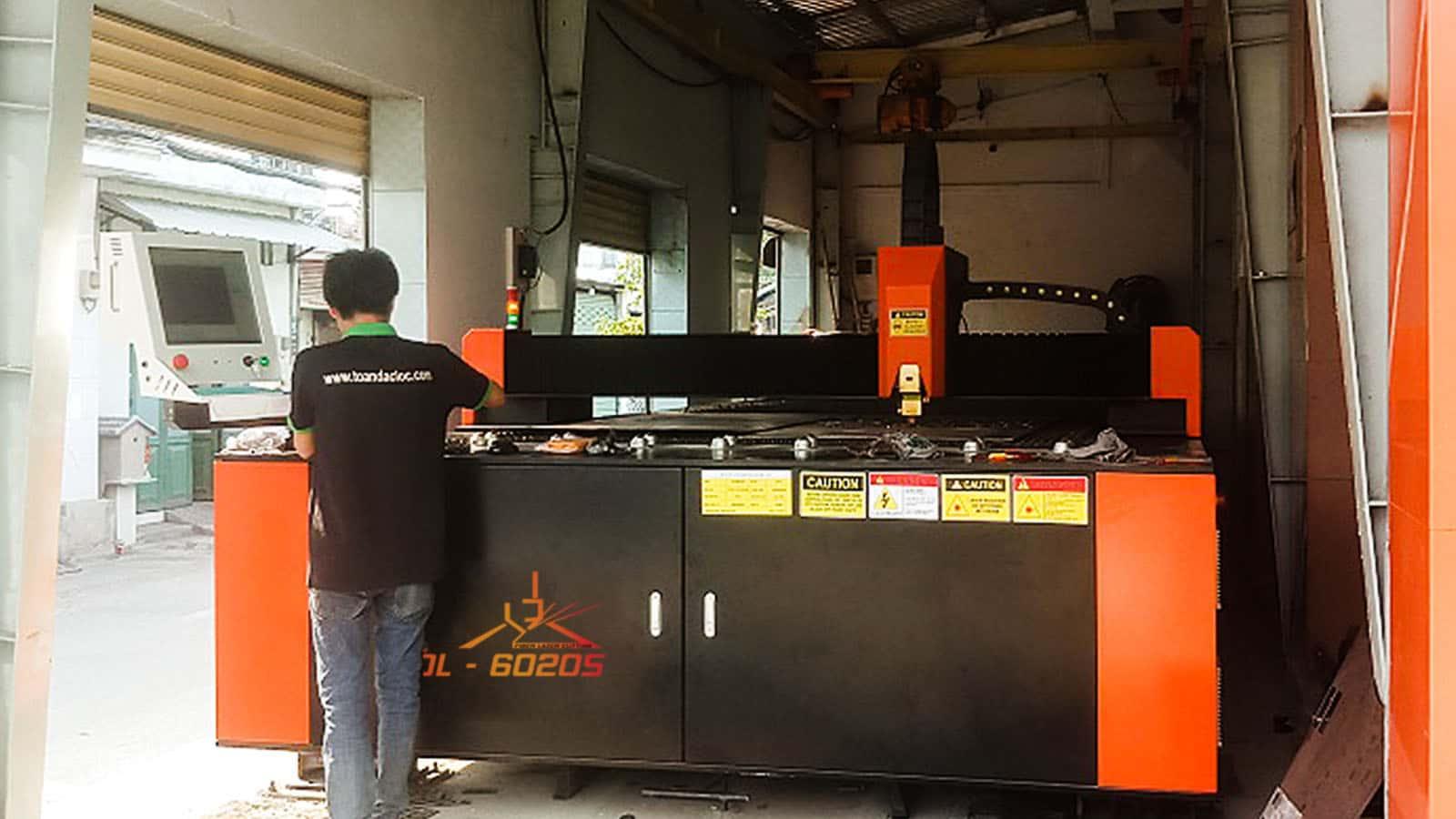 Bàn giao máy cắt laser tại Công ty Hiền Vinh - Máy 1