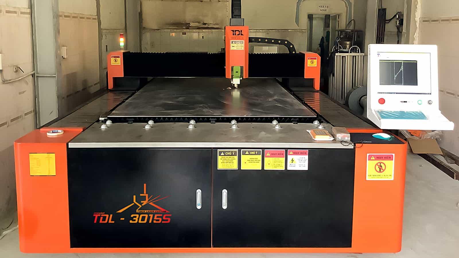 Bàn giao máy cắt laser tại Công ty Hiền Vinh - Máy 2