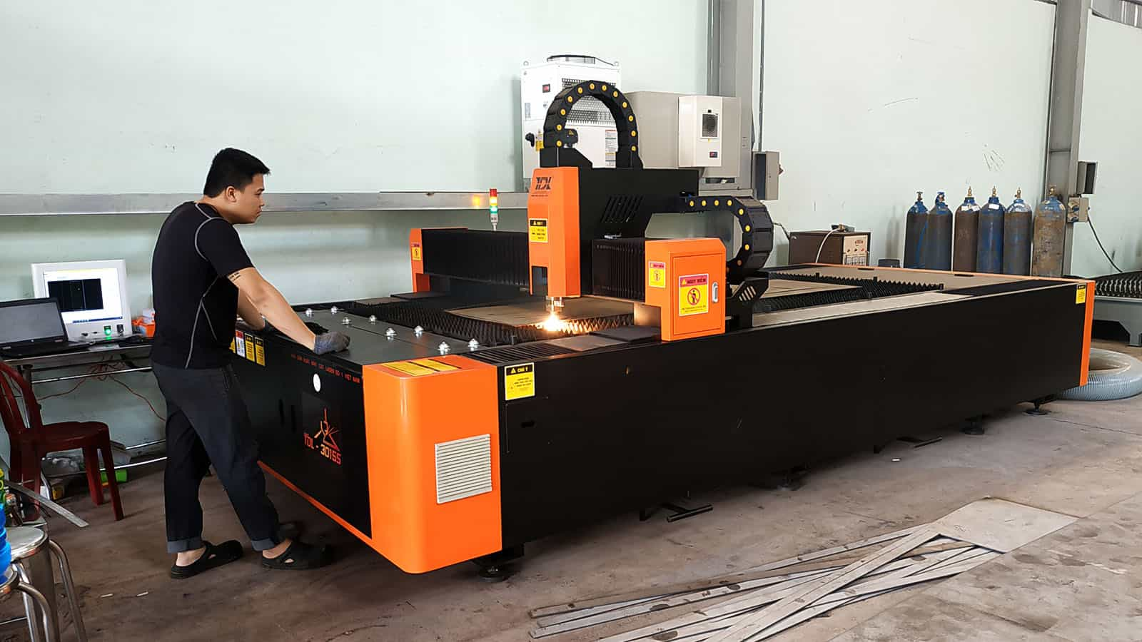 Bàn giao máy cắt Laser TDL-3015S nguồn 1500W tại Công ty Sáu Tèo - Máy 2