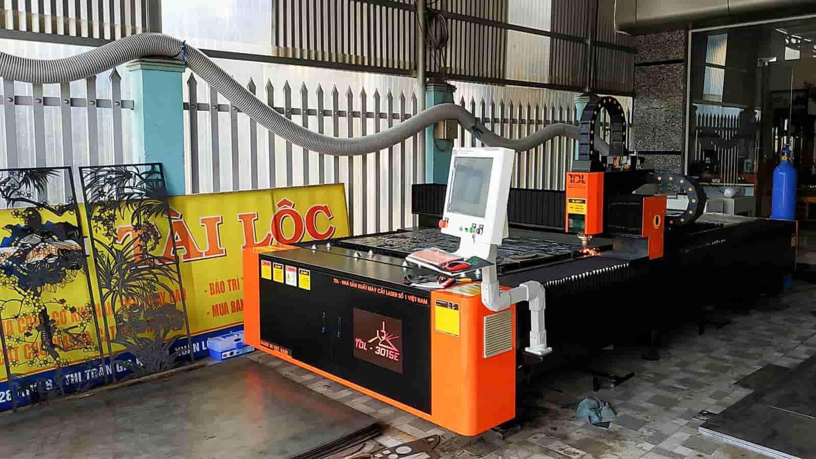 Bàn giao máy cắt Laser TDL-3015E nguồn 1500W tại Công ty Tài Lộc