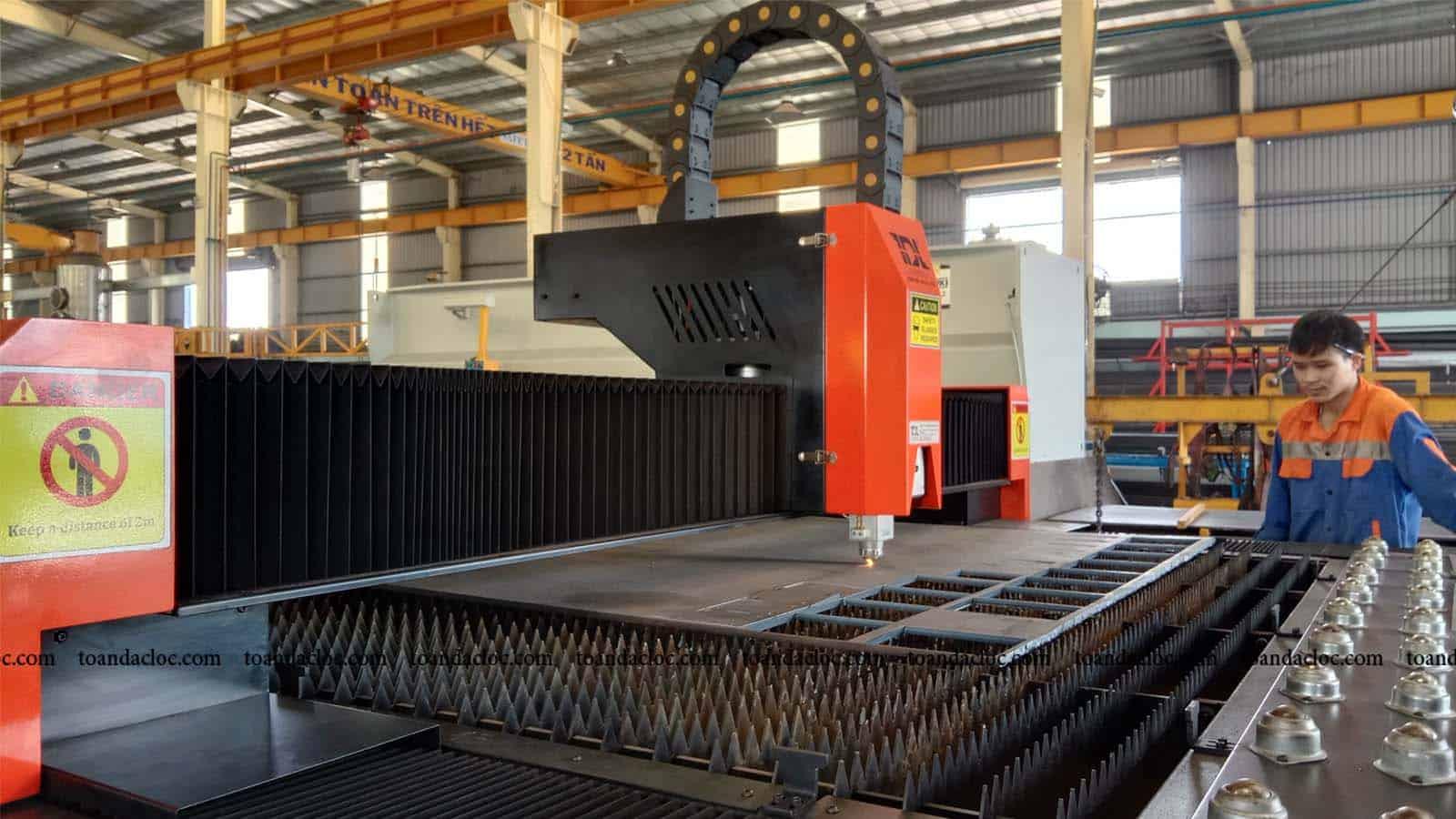 Máy cắt laser TDL-3015