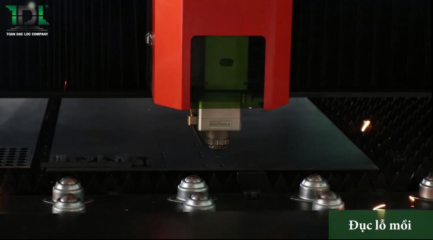 Chức năng đục lỗ mồi trên máy cắt CNC Laser Fiber